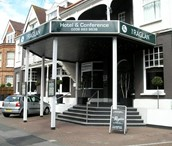 Picture of Raglan Hotel