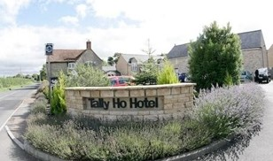 Picture of Tally Ho Hotel